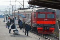 Città di Bratsk Fermi i treni elettrici suburbani fotografia stock