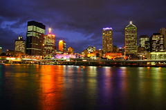 Città di Brisbane alla notte Immagine Stock