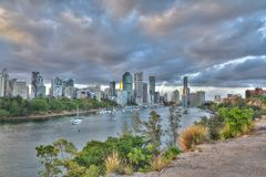 Città di Brisbane dalle scogliere del punto del canguro Immagini Stock Libere da Diritti