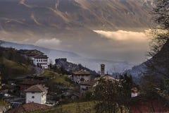 Città di Canale in Trentino nel tramonto Fotografia Stock