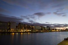 Città di Dublino alla notte fotografia stock libera da diritti