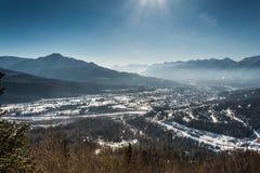 Città di Fernie nell'inverno immagini stock libere da diritti