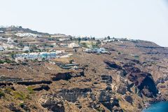 Città di Fira - isola di Santorini, Creta, Grecia. Scale di calcestruzzo bianche che conducono giù alla bella baia Immagine Stock Libera da Diritti