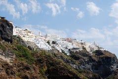 Città di Fira in Santorini dal suo pilastro Immagine Stock
