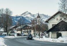 Città di Garmisch-Partenkirchen in alpi bavaresi, Germania Immagine Stock