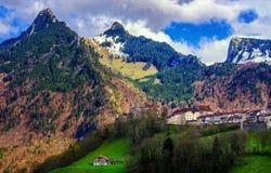 Città di Gruyeres nelle alpi svizzere, Svizzera Immagini Stock Libere da Diritti