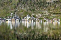 Città di Hallstatt con le case di legno tradizionali Fotografia Stock Libera da Diritti