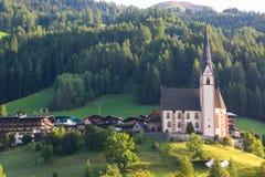 Città di Heiligenblut sotto la montagna di Grossglockner nel parco nazionale di Hohe Tauern Immagine Stock Libera da Diritti