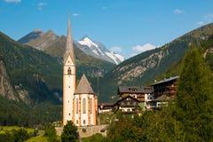 Città di Heiligenblut sotto la montagna di Grossglockner nel parco nazionale di Hohe Tauern Fotografie Stock Libere da Diritti