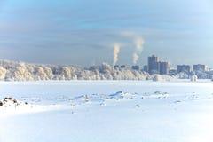 Città di inverno sotto la neve Immagini Stock Libere da Diritti