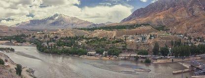 Città di Kargil in mezzo della strada principale di Srinagar Leh, regione di Ladakh, il Jammu e Kashmir, India Fotografie Stock Libere da Diritti