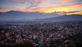 Città di Kathmandu nella sera fotografia stock