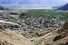 Città di Leh e vista della valle del fiume Indo, India fotografia stock