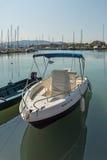 CITTÀ DI LEUCADE, GRECIA 17 LUGLIO 2014: porto dell'yacht alla città di Leucade, Grecia Fotografia Stock