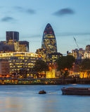 Città di Londra alla notte Immagini Stock