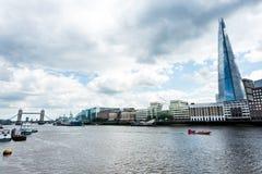 Città di Londra con Tamigi fotografia stock libera da diritti
