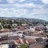 Città di Melk e le chiese del fiume della città di Danubio fotografie stock libere da diritti