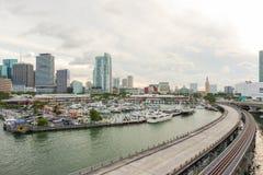 Città di Miami dall'isola di Dodge fotografie stock libere da diritti