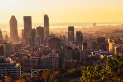 Città di Montreal ad alba immagine stock libera da diritti