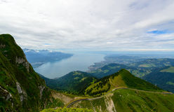 Città di Montreux e del lago Lemano dalla piattaforma di vista sul Rochers-de-Naye Immagini Stock Libere da Diritti