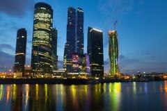 Città di Mosca (centro di affari internazionale di Mosca) alla notte Fotografia Stock