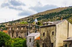 Città di Mostar con le vecchie costruzioni Fotografie Stock Libere da Diritti