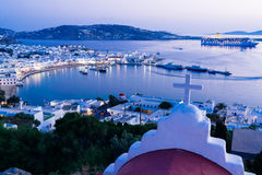 Città di Mykonos al tramonto fotografia stock libera da diritti