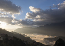 Città di nebbia fotografie stock