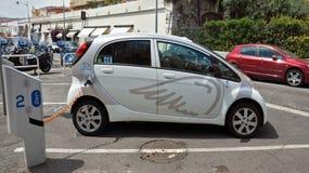 Città di Nizza - automobile elettrica dell'azionamento Fotografia Stock Libera da Diritti