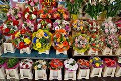 Città di Nizza - fiori sul mercato di strada Fotografia Stock
