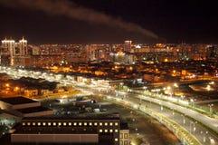 Città di notte, Astana con l's-occhio del ` dell'uccello Immagine Stock Libera da Diritti