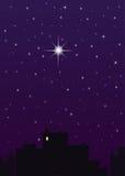 Città di notte, cielo blu scuro ed una grande stella royalty illustrazione gratis