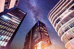 Città di notte per illumine neon Fotografie Stock