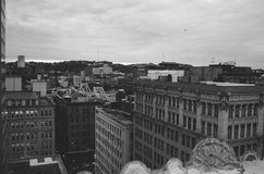Città di Pittsburgh in bianco e nero immagini stock libere da diritti