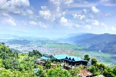 Città di Pokhara dalla collina di Ananda Fotografie Stock Libere da Diritti