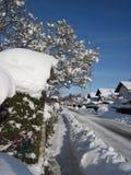 Città di provincia, la via coperta da neve Immagine Stock Libera da Diritti