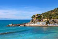 Città di Recco e del mar Mediterraneo in Italia Immagine Stock Libera da Diritti