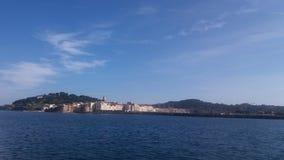 Città di Saint Tropez veduta dal mare Fotografia Stock Libera da Diritti