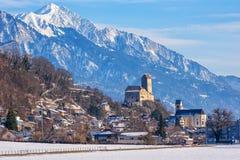 Città di Sargans e castello storico in montagne delle alpi, Svizzera fotografia stock