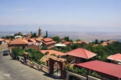 Città di Signagi con le sue case rosse del tetto georgia immagini stock libere da diritti