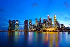 Città di Singapore alla notte Immagine Stock Libera da Diritti