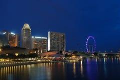 Città di Singapore in sera Fotografie Stock Libere da Diritti