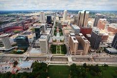 Città di St. Louis dalla parte superiore dell'arco del Gateway immagini stock