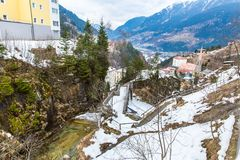 Città di stazione sciistica cattivo Gastein in montagne nevose di inverno, Austria, terra Salisburgo Immagini Stock Libere da Diritti