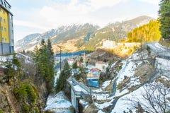 Città di stazione sciistica cattivo Gastein in montagne nevose di inverno, Austria, terra Salisburgo Fotografie Stock Libere da Diritti