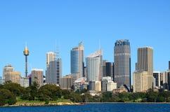 Città di Sydney con gli alberi in priorità alta Fotografia Stock