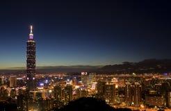 Città di Taipeh alla notte Immagine Stock