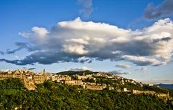 Città di Tivoli sul pendio di collina immagine stock libera da diritti
