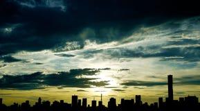 Città di Tokyo della siluetta fotografia stock libera da diritti