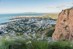 Città di Townsville da sopra sulla collina del castello Fotografia Stock